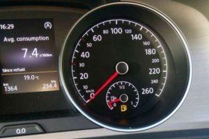 """Τι γίνεται όταν ο δείκτης βενζίνης δείξει """"0 km""""; Πόσα χιλιόμετρα μπορείς να συνεχίσεις; – Cars"""