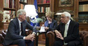Πρ. Παυλόπουλος: Να ξανασκεφθούν το Brexit οι Βρετανοί
