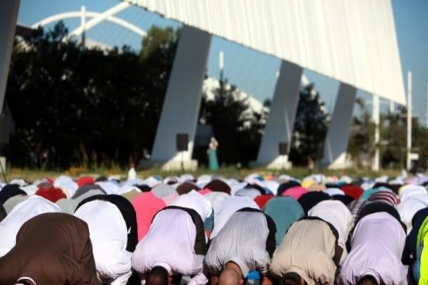 H προσευχή των μουσουλμάνων για το Ραμαζάνι σε ΟΑΚΑ και ΣΕΦ! - Ειδήσεις