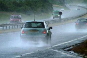 Τι να προσέχετε όταν οδηγείτε στη βροχή! – Cars